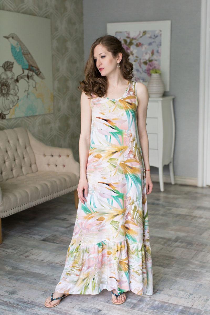 71171203Стильное женское платье MARUSЯ выполнено из 100% вискозы. Модель-макси понизу оформлено широкой оборкой. Сзади платье застегивается на пуговицу. Украшена модель интересным принтом.
