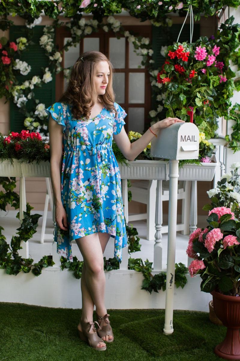 71171113Стильное женское платье MARUSЯ А-силуэта выполнено из 100% вискозы. Модель с короткими рукавами-крылышками и V-образным вырезом горловины в поясе дополнена трикотажным хлястиком, с помощью которого можно регулировать размер платья в поясе. Оформлено платье контрастным цветочным принтом. К низу изделие расклешенное и по бокам удлиненное.