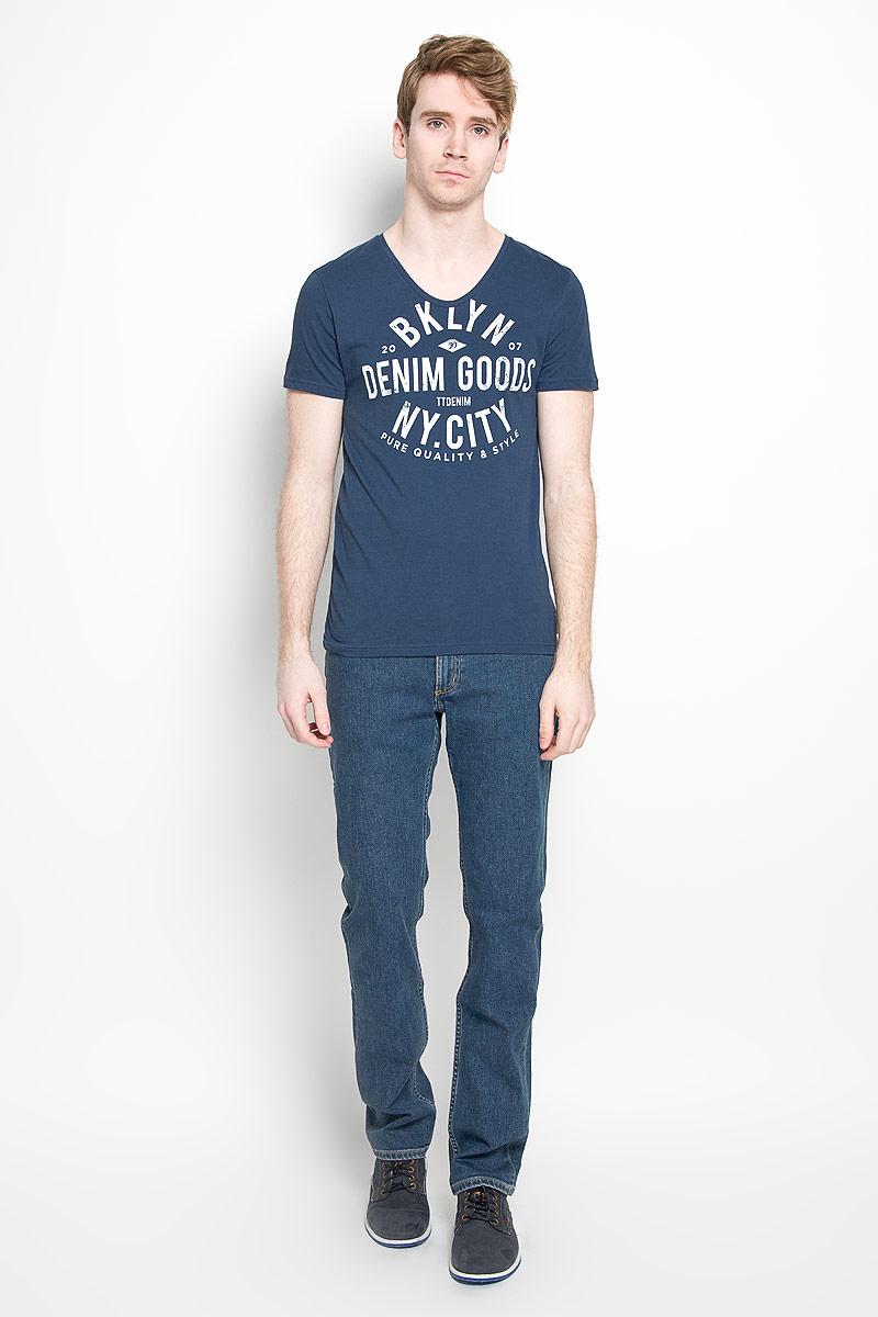 Футболка мужская Denim. 1035674.00.121035674.00.12_6748Стильная мужская футболка Tom Tailor Denim, изготовленная из натурального хлопка, прекрасно подойдет для повседневной носки. Материал очень мягкий и приятный на ощупь, не сковывает движения и позволяет коже дышать. Модель с короткими рукавами и V-образным вырезом горловины оформлена принтовыми надписями. Такая модель будет дарить вам комфорт в течение всего дня и станет стильным дополнением к вашему гардеробу.