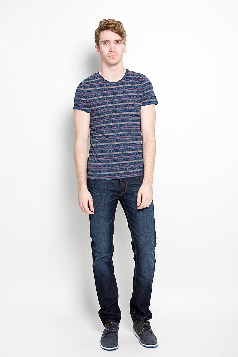 Футболка1034714.00.10_6865Мужская футболка Tom Tailor, изготовленная из натурального хлопка, прекрасно подойдет для повседневной носки. Материал очень мягкий и приятный на ощупь, не сковывает движения и позволяет коже дышать. Модель с короткими рукавами и круглым вырезом горловины оформлена оригинальным принтом в полоску с орнаментом. Такая модель будет дарить вам комфорт в течение всего дня и станет стильным дополнением к вашему гардеробу.