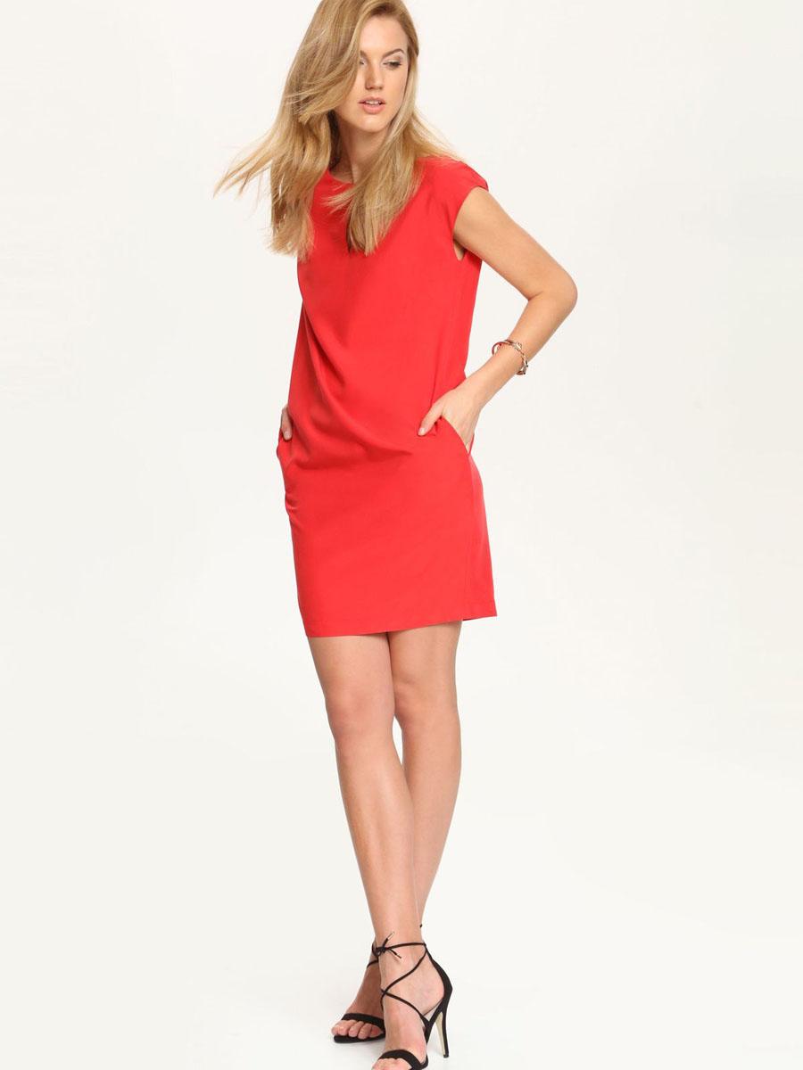 SSU1543CE[E]Платье Top Secret станет стильным дополнением к вашему гардеробу. Платье, изготовленное из сочетания высококачественных материалов, тактильно приятное, хорошо вентилируется. Модель с круглым вырезом горловины без рукавов застегивается сзади на небольшую скрытую молнию. Спереди платье украшено небольшим вырезом, а по бокам прорезными карманами. Изделие оформлено в лаконичном однотонном стиле.