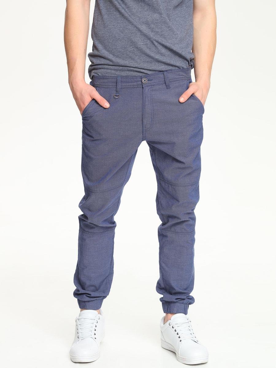 SSP2197GR[E]Стильные мужские брюки Top Secret выполнены из натурального хлопка. Брюки на талии застегиваются на пуговицу, также имеются ширинка на застежке-молнии и шлевки для ремня. Спереди модель оснащена двумя втачными карманами со скошенными краями, а сзади двумя накладными карманами. Внизу изделие дополнено широкими эластичными манжетами.