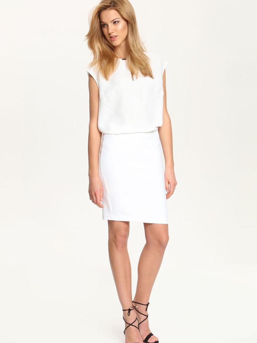 БлузкаSBK2173BI[E]Стильная женская блузка Top Secret, выполненная из 100% полиэстера. Модель c круглым вырезом горловины и без рукавов. Спереди блуза дополнена небольшой металлической пластиной. Сзади модель застегивается на пуговицу.
