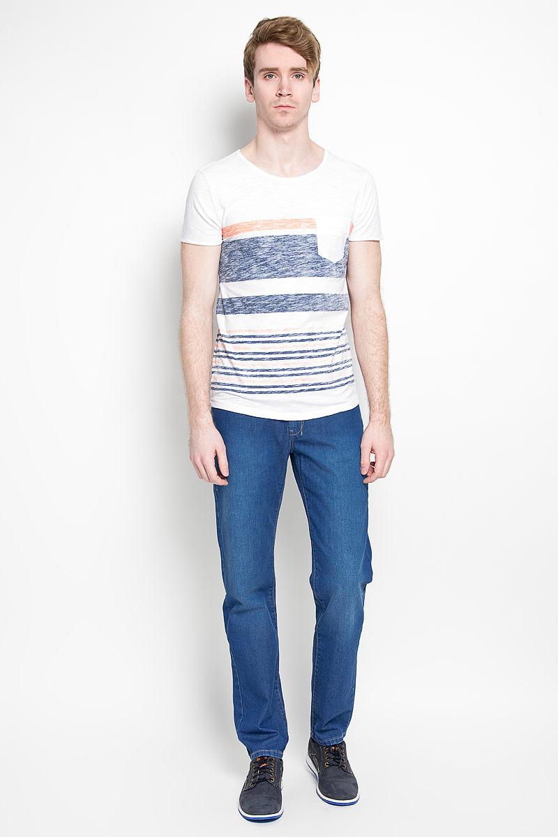 1034724.01.12_6748Стильная мужская футболка Tom Tailor Denim, выполненная из высококачественного 100% хлопка, обладает высокой воздухопроницаемостью и гигроскопичностью, позволяет коже дышать. Такая футболка великолепно подойдет как для повседневной носки, так и для спортивных занятий. Модель с короткими рукавами и круглым вырезом горловины станет идеальным вариантом для создания модного современного образа. На груди изделие дополнено накладным карманом. Такая модель подарит вам комфорт в течение всего дня и послужит замечательным дополнением к вашему гардеробу.