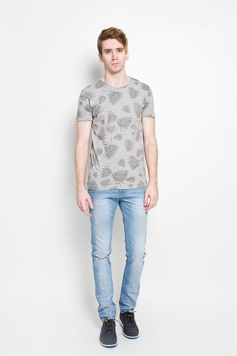 20100005 545Стильная мужская футболка Broadway Ewen, выполненная из высококачественного 100% хлопка, обладает высокой воздухопроницаемостью и гигроскопичностью, позволяет коже дышать. Такая футболка великолепно подойдет как для повседневной носки, так и для спортивных занятий. Модель с короткими рукавами и круглым вырезом горловины - идеальный вариант для создания модного современного образа. Футболка оформлена оригинальным принтом в узкую полоску с изображениями пальмовых листьев. Такая модель подарит вам комфорт в течение всего дня и послужит замечательным дополнением к вашему гардеробу.