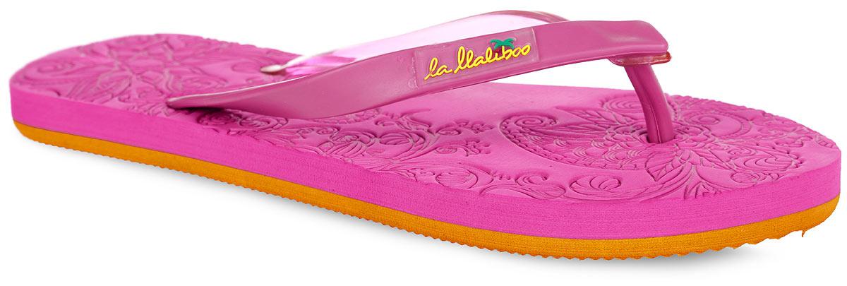 WR071_сСтильные и очень легкие сланцы от Lamaliboo покорят вас с первого взгляда. Верх модели выполнен из ПВХ и оформлен на ремешке вставкой с названием бренда. Ремешки с перемычкой гарантируют надежную фиксацию изделия на ноге. Верхняя поверхность подошвы декорирована цветочным тиснением. Рельефное основание подошвы обеспечивает уверенное сцепление с любой поверхностью. Удобные сланцы прекрасно подойдут для похода в бассейн или на пляж.