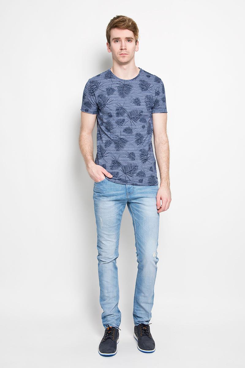 Футболка20100005 545Стильная мужская футболка Broadway Ewen, выполненная из высококачественного 100% хлопка, обладает высокой воздухопроницаемостью и гигроскопичностью, позволяет коже дышать. Такая футболка великолепно подойдет как для повседневной носки, так и для спортивных занятий. Модель с короткими рукавами и круглым вырезом горловины - идеальный вариант для создания модного современного образа. Футболка оформлена оригинальным принтом в узкую полоску с изображениями пальмовых листьев. Такая модель подарит вам комфорт в течение всего дня и послужит замечательным дополнением к вашему гардеробу.