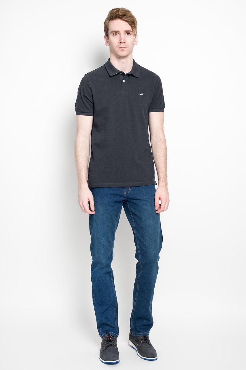 L64YKCJAСтильная мужская футболка-поло Lee изготовленная из 100% хлопка, обладает высокой теплопроводностью, воздухопроницаемостью и гигроскопичностью, позволяет коже дышать. Модель с короткими рукавами и отложным воротником станет идеальным вариантом для создания оригинального современного образа. Сверху футболка- поло застегивается на две пластиковые пуговицы. На груди изделие оформлено нашивкой с названием бренда. По бокам небольшие разрезы. Такая модель подарит вам комфорт в течение всего дня и послужит замечательным дополнением к вашему гардеробу.