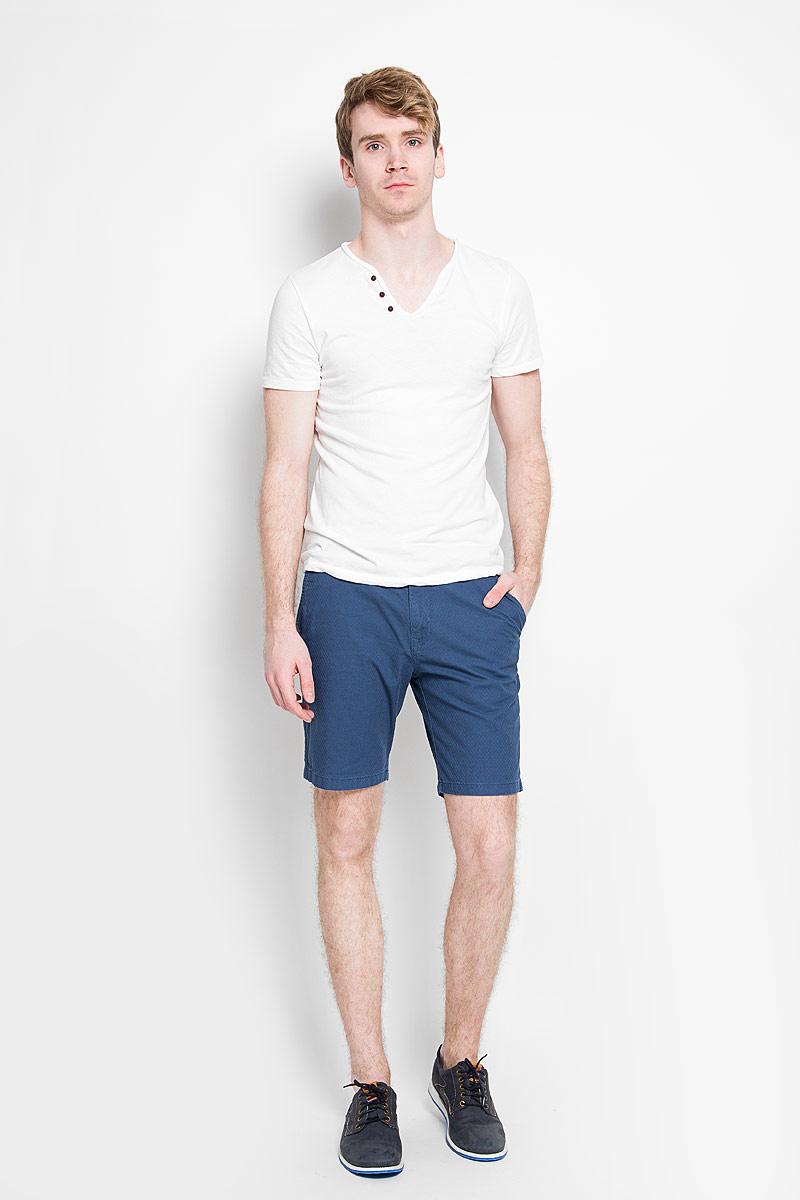 6404016.00.12_6748Стильные мужские шорты Tom Tailor Denim, изготовленные из натурального хлопка, идеально подойдут для активного отдыха и прогулок. Материал приятный на ощупь, не сковывает движения и хорошо пропускает воздух. Шорты на поясе застегиваются на пластиковую пуговицу и имеют ширинку на застежке-молнии, а также шлевки для ремня. Модель дополнена ремнем с металлической пряжкой. Спереди расположены два втачных кармана, сзади - два прорезных на пуговицах. Модные шорты послужат отличным дополнением к вашему гардеробу. В них вы всегда будете чувствовать себя уверенно и комфортно.