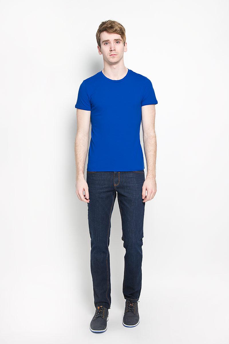 Футболка1033583.00.15Стильная мужская футболка Tom Tailor с короткими рукавами и круглым вырезом горловины, изготовленная из эластичного хлопка, прекрасно подойдет для повседневной носки. Материал очень мягкий и приятный на ощупь, не сковывает движения и позволяет коже дышать. Рукава и вырез горловины дополнены эластичными трикотажными резинками. Такая модель будет дарить вам комфорт в течение всего дня и станет стильным дополнением к вашему гардеробу.