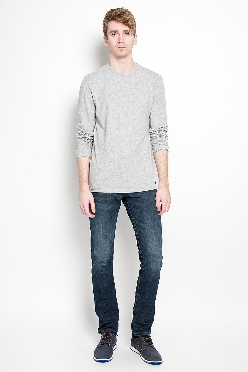 Лонгслив для домаU8499A_001Стильный мужской лонгслив Calvin Klein, выполненный из 100% хлопка, обладает высокой воздухопроницаемостью и гигроскопичностью, позволяет коже дышать. Модель прямого кроя с длинными рукавами и круглым вырезом горловины спереди оформлена нашивкой с названием бренда. Модный лонгслив станет идеальным вариантом для создания эффектного образа.