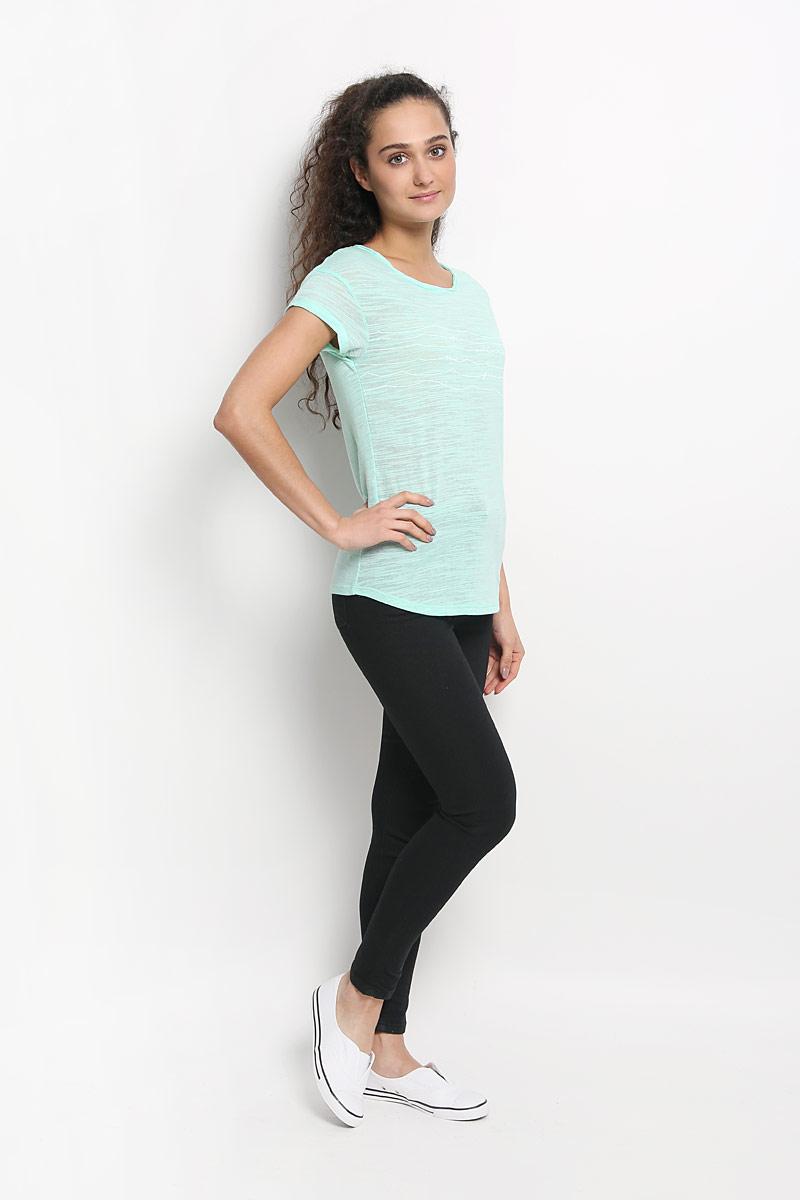 Футболка607310-6083Стильная женская футболка ONeill, выполненная из хлопка с добавлением полиэстера, обладает высокой теплопроводностью, воздухопроницаемостью и гигроскопичностью, позволяет коже дышать. Модель с короткими рукавами и круглым вырезом горловины - идеальный вариант для создания стильного современного образа. Футболка украшена принтом с изображением волн и дополнена небольшим металлическим лейблом, вырез горловины оформлен оригинальным эффектом необработанного края. Такая модель подарит вам комфорт в течение всего дня и послужит замечательным дополнением к вашему гардеробу.