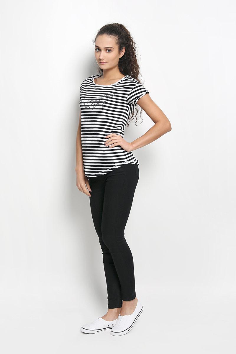 Футболка607340-1900Стильная женская футболка ONeill, выполненная из натурального хлопка, обладает высокой теплопроводностью, воздухопроницаемостью и гигроскопичностью, позволяет коже дышать и обеспечивает прохладу даже в жаркие летние дни. Модель с короткими рукавами и круглым вырезом горловины - идеальный вариант для создания образа в стиле Casual. Легкая футболка оформлена актуальным принтом в полоску и названием бренда на груди. Рукава дополнены декоративными отворотами. Горловина изделия выполнена эффектом необработанного края. Низ футболки оформлен небольшой металлической брендовой нашивкой. Такая модель подарит вам комфорт в течение всего дня и послужит замечательным дополнением к вашему гардеробу.