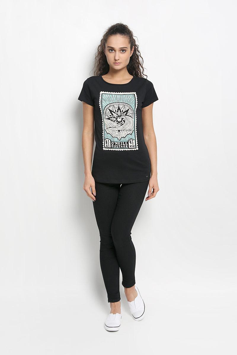Футболка женская. 608605-9010608605-9010Стильная женская футболка ONeill, выполненная из натурального хлопка, обладает высокой теплопроводностью, воздухопроницаемостью и гигроскопичностью, позволяет коже дышать и обеспечивает прохладу даже в жаркие летние дни. Модель приталенного кроя с короткими рукавами и круглым вырезом горловины - идеальный вариант для создания образа в стиле Casual. Легкая футболка оформлена оригинальным принтом спереди и небольшой брендовой нашивкой. br> Такая модель подарит вам комфорт в течение всего дня и послужит замечательным дополнением к вашему гардеробу.