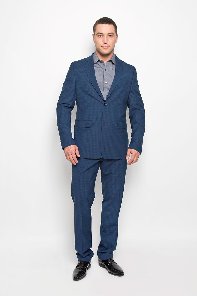 1470-VP-701T603Мужской костюм Valenti силуэта Slim идеально подойдет обладателям стройной фигуры. Костюм, состоящий из пиджака и брюк, изготовлен из высококачественного материала. Подкладка изделий выполнена из полиэстера. Костюм оформлен не броским принтом в клетку. Приталенный пиджак с длинными рукавами и воротником с высоким раскепом и узким лацканом застегивается на две пуговицы. Модель дополнена прорезным карманом на груди и двумя прорезными карманами с клапанами в нижней части изделия. Внутри находятся два прорезных кармана, один из которых застегивается на пуговицу. Низ рукавов декорирован пришитыми пуговицами. Спинка дополнена двумя шлицами. Брюки умеренной ширины и заниженной посадки со стрелками на поясе застегиваются на потайную пуговицу и металлический крючок, также имеются ширинка на застежке-молнии и шлевки для ремня. Спереди модель дополнена двумя втачными карманами со скошенными краями, а сзади - прорезным карманом на пуговице. Этот модный и в то же время комфортный...