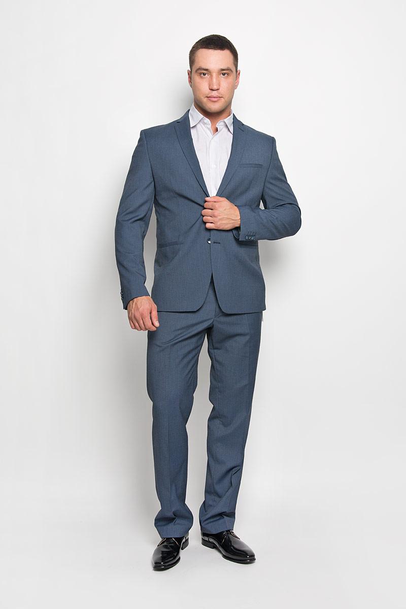 Костюм-двойка мужской. 2277-VX-502T4032277-VX-502T403Стильный мужской костюм Valenti силуэта слим станет великолепным дополнением мужского гардероба. Костюм, состоящий из пиджака и брюк, изготовлен из высококачественного комбинированного материала, подкладка выполнена из полиэстера. Приталенный пиджак с длинными рукавами и воротником с лацканами дополнен прорезным карманом на груди и двумя прорезными карманами в нижней части изделия. С внутренней стороны находятся два прорезных кармана, один из которых застегивается на пуговицу. Низ рукавов украшен декоративными пуговицами. Застегивается пиджак на две пуговицы. Брюки средней посадки со стрелками застегиваются на крючок в поясе и ширинку на застежке-молнии, и дополнительно на пуговицу. Брюки имеют шлевки для ремня. Спереди модель дополнена двумя втачными карманами со скошенными краями, а сзади - прорезным карманом на пуговице. Этот модный и в то же время комфортный костюм - отличный вариант для офиса и торжеств. Благодаря классическому фасону он станет...