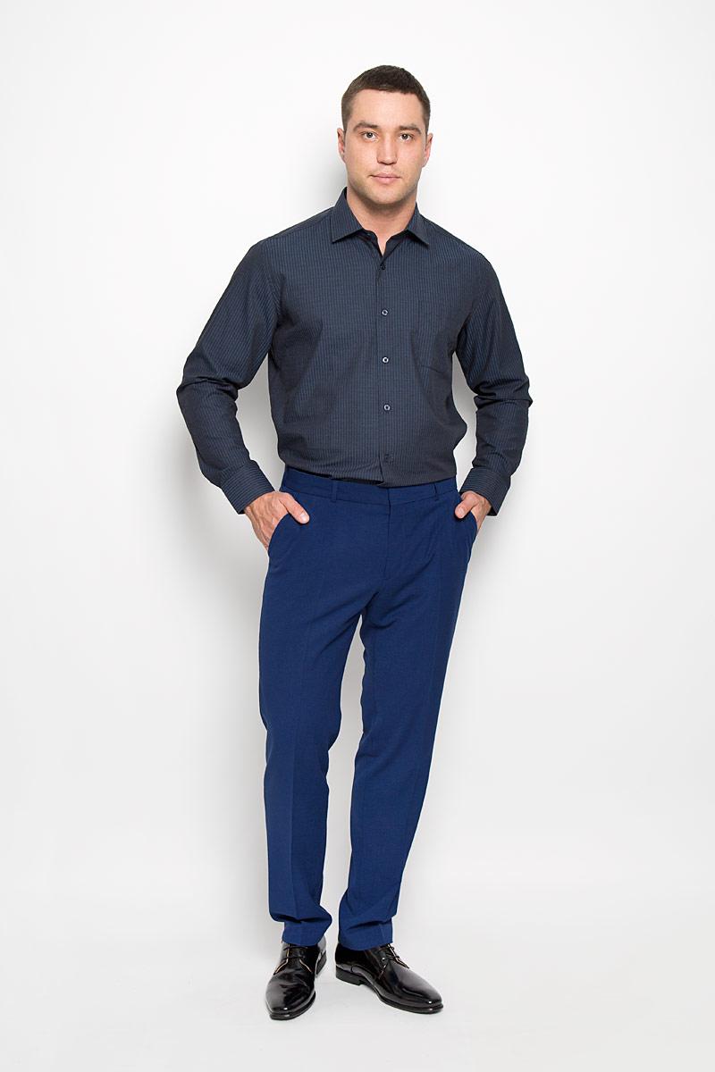 SW 72-04Стильная мужская рубашка KarFlorens, выполненная из хлопка с добавлением микрофибры, подчеркнет ваш уникальный стиль и поможет создать оригинальный образ. Такой материал великолепно пропускает воздух, обеспечивая необходимую вентиляцию, а также обладает высокой гигроскопичностью. Рубашка с длинными рукавами и отложным воротником застегивается на пуговицы спереди. Рукава рубашки дополнены манжетами, которые также застегиваются на пуговицы. Модель оформлена узором в узкую полоску и дополнена накладным нагрудным карманом. Классическая рубашка - превосходный вариант для базового мужского гардероба. Такая рубашка будет дарить вам комфорт в течение всего дня и послужит замечательным дополнением к вашему гардеробу.