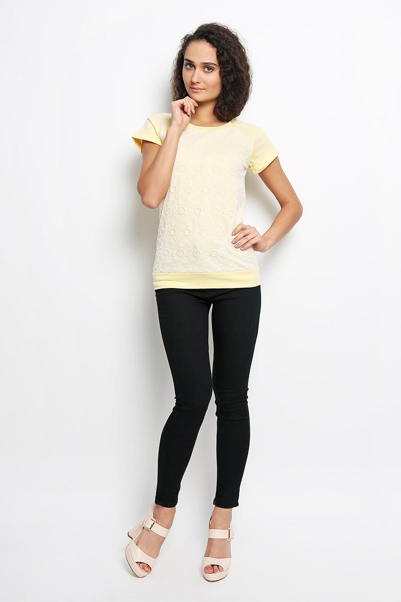 Футболка женская. 160213_12679160213_12679Красивая женская футболка F5, выполненная из натурального хлопка, сделает ваш образ интересным и оригинальным. Материал мягкий и приятный на ощупь, не сковывает движения и позволяет коже дышать, обеспечивая комфорт. Футболка с короткими рукавами-реглан имеет круглый вырез горловины, оформленный трикотажной резинкой. На рукавах предусмотрены декоративные отвороты. Спереди модель дополнена вставкой из мягкой микросетки с вышитым узором. Современный дизайн, отличное качество и эффектная отделка делают эту футболку стильным предметом женской одежды. Обладательница такой футболки всегда будет в центре внимания!