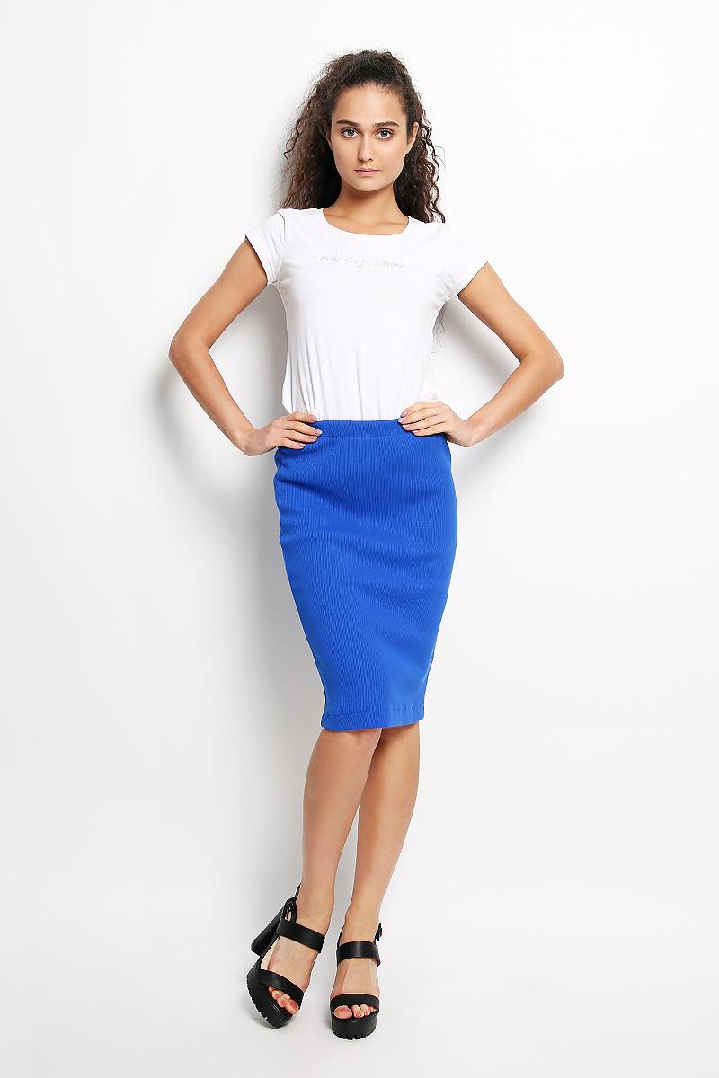 R041517Эффектная юбка Rocawear выполнена из хлопка с добавлением лайкры, она обеспечит вам комфорт и удобство при носке. Юбка-карандаш средней длины застегивается на длинную серебристую застежку-молнию сзади, на талии дополнена широкой эластичной резинкой. Модная юбка-карандаш выгодно освежит и разнообразит ваш гардероб. Создайте женственный образ и подчеркните свою яркую индивидуальность! Классический фасон и оригинальное оформление этой юбки сделают ваш образ непревзойденным.