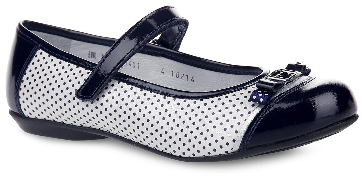 Туфли для девочки. 5-5114015-511401Прелестные туфли от Elegami придутся по душе вашей юной моднице! Модель выполнена из натуральной кожи разной фактуры и оформлена по бокам, в области подъема принтом в горох. Мыс украшен милым бантиком из текстиля и лакированной кожи, дополненным принтом в горох и декоративной металлической пряжкой. Подкладка и стелька, изготовленные из натуральной кожи, предотвратят натирание и гарантируют уют. Стелька дополнена супинатором, который обеспечивает правильное положение ноги ребенка при ходьбе, предотвращает плоскостопие. Ремешок на застежке-липучке надежно зафиксирует изделие на ножке. Подошва оснащена рифлением для лучшего сцепления с различными поверхностями. Удобные туфли - незаменимая вещь в гардеробе каждой девочки.