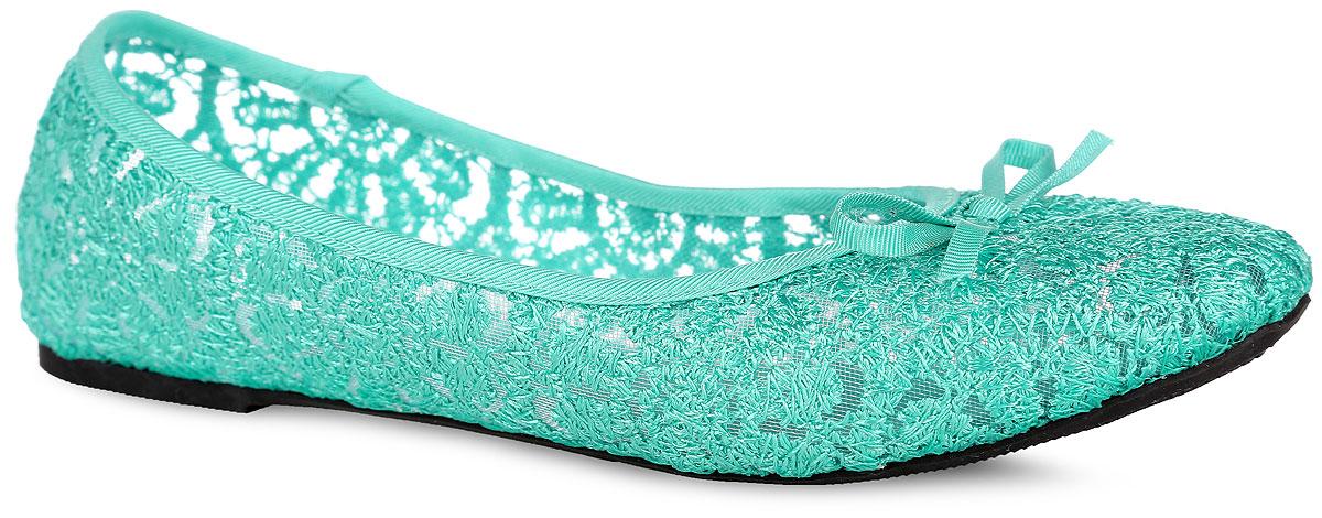 Балетки для девочки. 1112-61112-61Восхитительные балетки от Nobbaro не оставят равнодушной вашу маленькую модницу! Модель выполнена из сетчатого текстильного материала, оформленного цветочным узором, и дополнена на мыске милым бантиком. Текстильная стелька комфортна при движении. Подошва оснащена рифлением для лучшей сцепки с поверхностью. Модные балетки займут достойное место в гардеробе вашей девочки.