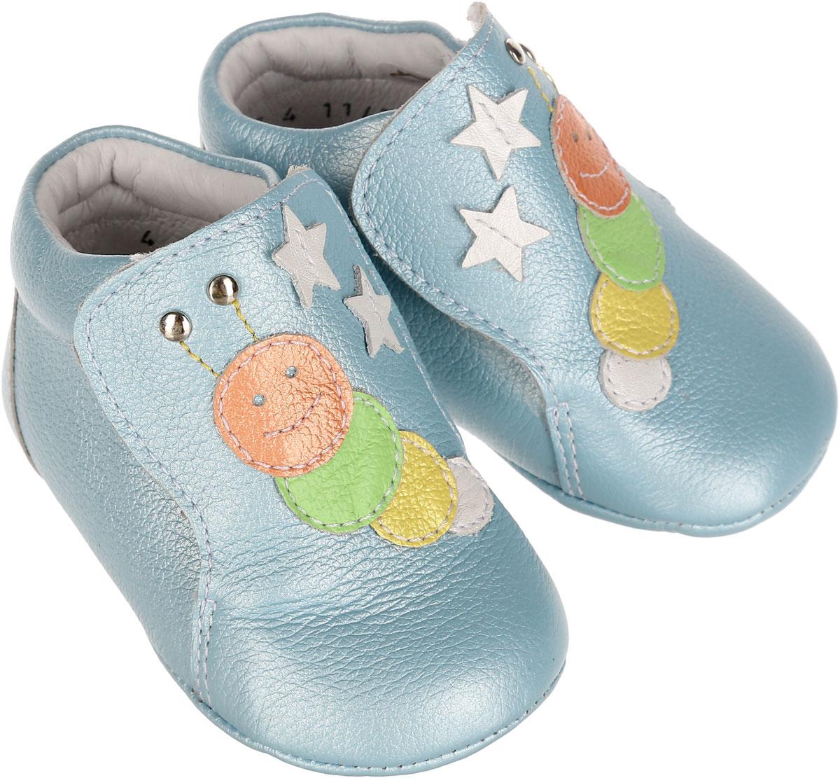 Пинетки7-801761301Пинетки для мальчика Elegami станут отличным дополнением к гардеробу малыша. Изделие выполнено из натуральной кожи. Пинетки дополнены застежками-липучками, которые надежно фиксируют их на ножке ребенка. Изделие украшено аппликациями в виде гусениц и небольшими звездочками. Натуральные и комфортные материалы делают модель практичной и популярной. Такие пинетки - отличное решение для малышей и их родителей!