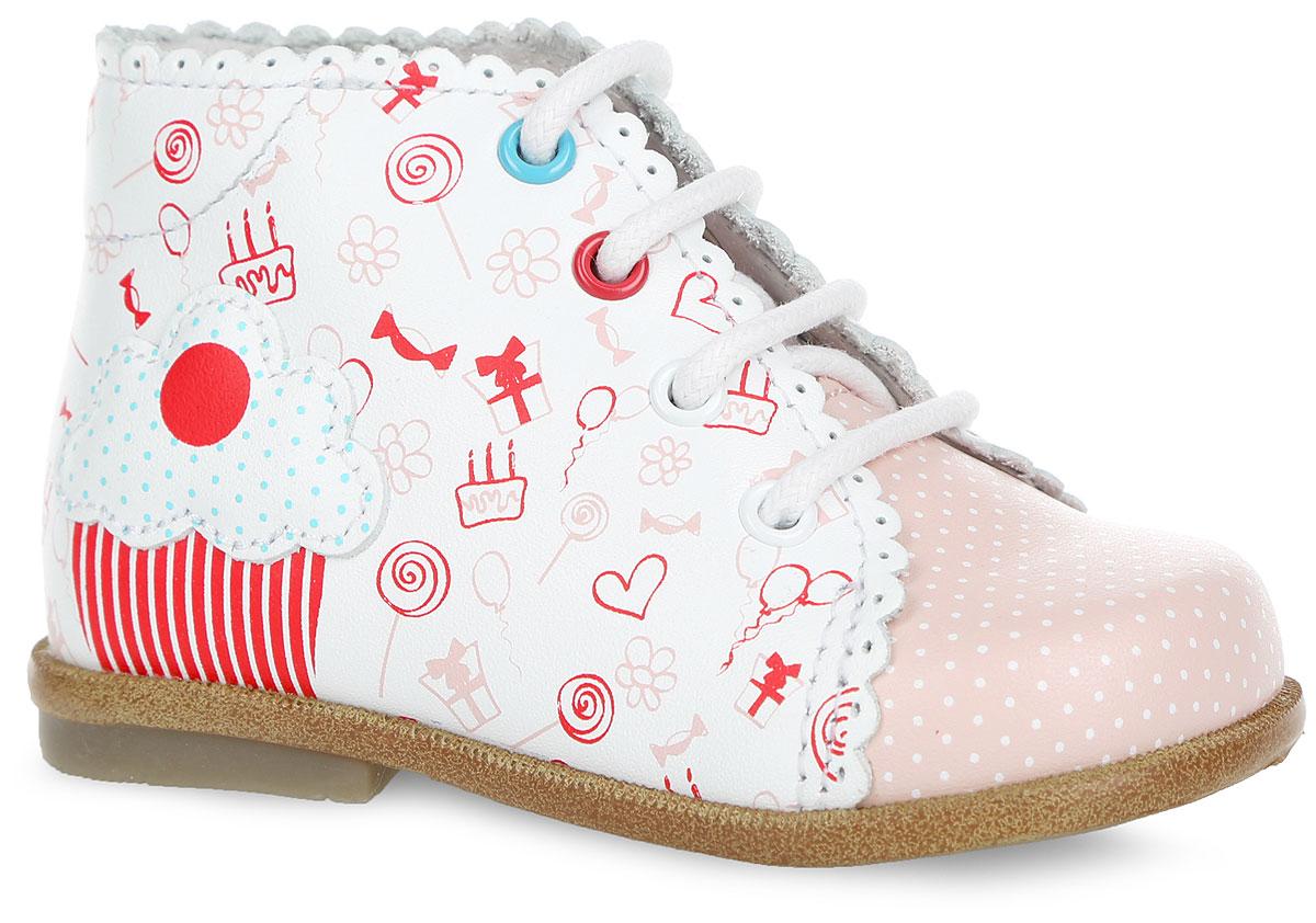 Ботинки для девочки. 1010610106-1Очаровательные ботинки от Kapika покорят вашу девочку с первого взгляда. Модель выполнена из натуральной кожи и оформлена оригинальной волнообразной окантовкой с перфорацией. Передняя часть модели оформлена принтом в горох, сбоку - оригинальным принтом и декоративной нашивкой. Классическая шнуровка надежно зафиксирует изделие на ноге. Язычок оформлен тиснением в виде символики бренда. Мягкая внутренняя поверхность, изготовленная из натуральной кожи, обеспечивает дополнительный комфорт и предотвращают натирание. Антибактериальная, влагопоглощающая, амортизирующая, анатомическая стелька из ЭВА материала с поверхностью из натуральной кожи, дополненная перфорацией, обеспечивает максимальную устойчивость ноги при ходьбе, правильное формирование стопы и снижение общей утомляемости ног. Широкий, устойчивый каблук, специальной конфигурации каблук Томаса, продлен с внутренней стороны до середины стопы, чтобы исключить вращение (заваливание) стопы вовнутрь. Подошва с...