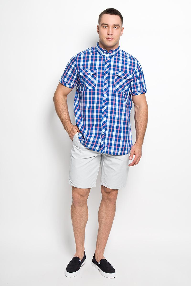 Hs-212/682-6215Стильная мужская рубашка Sela, выполненная из натурального хлопка, сделает ваш образ интересным и оригинальным. Материал мягкий и приятный на ощупь, не сковывает движения и позволяет коже дышать, обеспечивая комфорт. Рубашка прямого силуэта с отложным воротником и короткими рукавами застегивается на пуговицы по всей длине. Воротник фиксируется к рубашке при помощи пуговиц. На груди модели расположены накладные карманы с клапанами на пуговицах. Изделие оформлено принтом в клетку. Такая модель будет дарить вам комфорт в течение всего дня и станет ярким дополнением к вашему гардеробу.