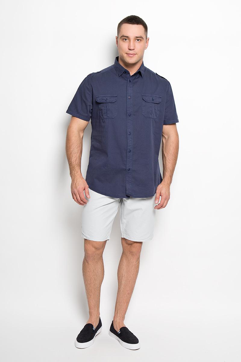 Рубашка мужская. Hs-212/690-6123Hs-212/690-6123Мужская рубашка Sela, выполненная из натурального хлопка, идеально дополнит ваш образ. Материал мягкий и приятный на ощупь, не сковывает движения и позволяет коже дышать. Рубашка классического кроя с короткими рукавами и отложным воротником застегивается на пуговицы по всей длине. На плечевых швах имеются декоративные хлястики на пуговицах. На груди изделие дополнено накладными карманами с клапанами на пуговицах. Такая модель будет дарить вам комфорт в течение всего дня и станет стильным дополнением к вашему гардеробу.