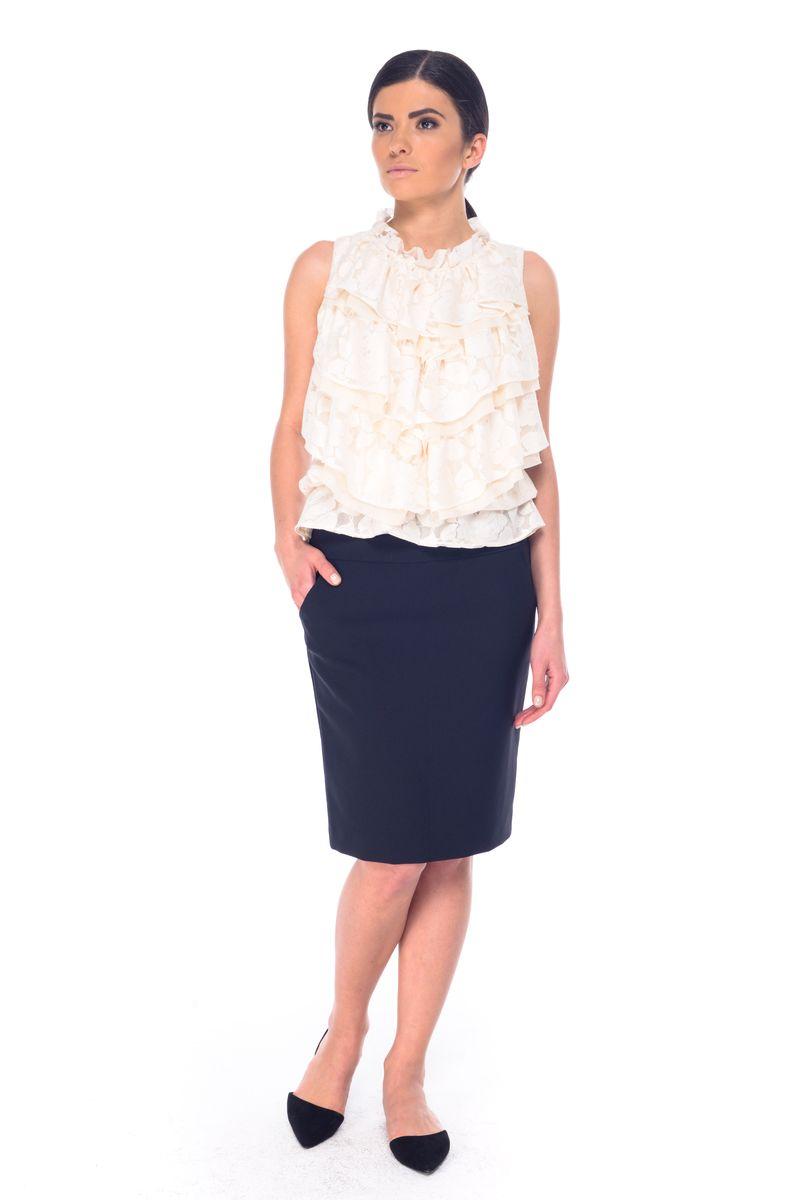 Юбка03053Стильная юбка Arefeva, выполненная из полиэстера с добавлением спандекса, обеспечит вам комфорт и удобство при носке. Юбка-карандаш средней длины застегивается сзади на скрытую застежку-молнию. Спереди модель дополнена двумя втачными карманами, сзади - одной шлицей.