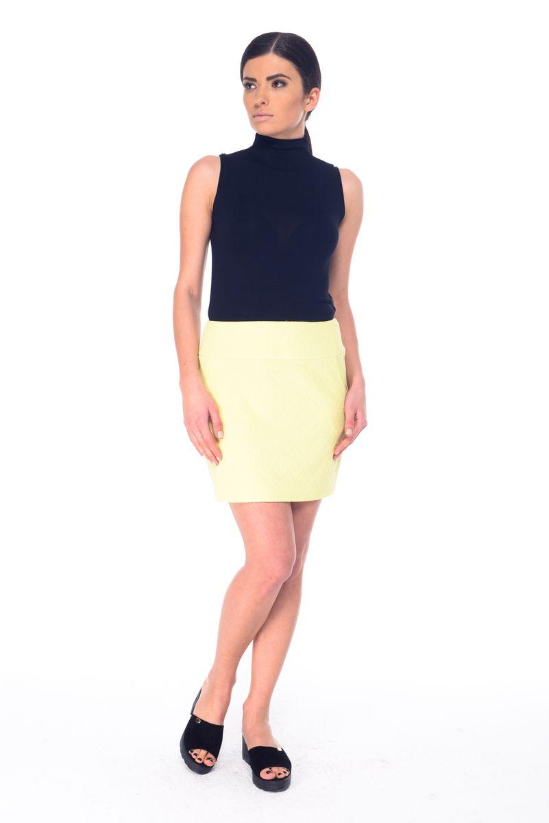Юбка03059Стильная юбка Arefeva, выполненная из эластичного полиэстера, обеспечит вам комфорт и удобство при носке. Юбка-мини застегивается сзади на скрытую застежку-молнию. Спереди расположены два втачных кармана. Модель оформлена рельефным принтом.