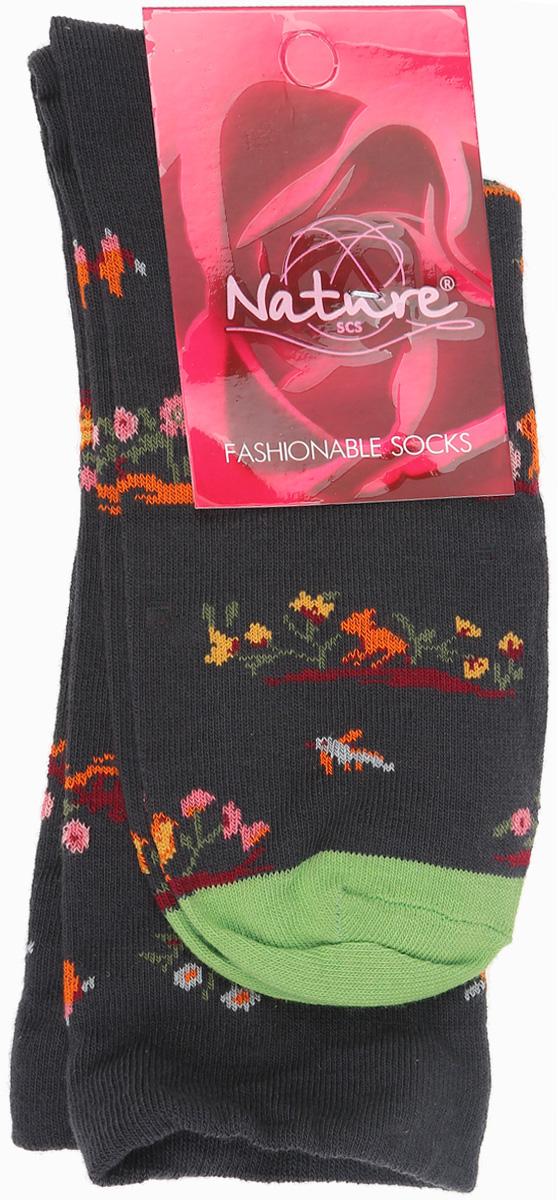 Носки820жУдобные женские носки Nature, изготовленные из высококачественного комбинированного материала, идеально подойдут для повседневной носки. Благодаря содержанию мягкого хлопка в составе, кожа сможет дышать, полиамид обеспечивает износостойкость, а эластан позволяет носочкам легко тянуться, что делает их комфортными в носке. Эластичная резинка плотно облегает ногу, не сдавливая ее, обеспечивая комфорт и удобство и не препятствуя кровообращению. Практичные и комфортные носки с укрепленным мыском и пяткой великолепно подойдут к вашей повседневной обуви.