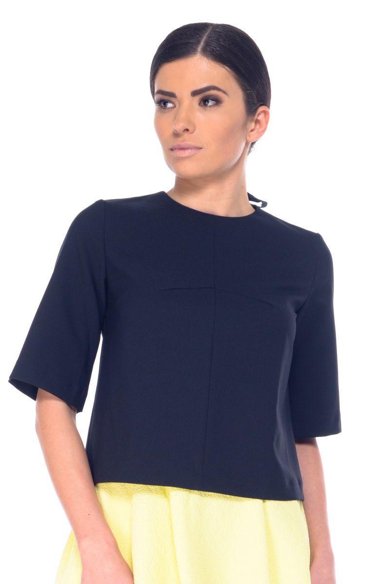 Блузка07054Женская блузка Arefeva выполнена из полиэстера с добавлением эластана. Модель с круглым вырезом горловины и рукавами длинной до локтя. Спинка дополнена небольшим разрезом и бантом.