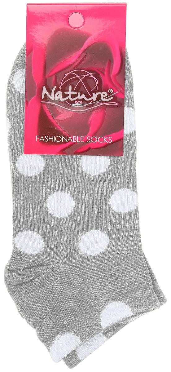 Носки824жУдобные укороченные женские носки Nature, изготовленные из высококачественного комбинированного материала, идеально подойдут для повседневной носки. Благодаря содержанию мягкого хлопка в составе, кожа сможет дышать, полиамид обеспечивает износостойкость, а эластан позволяет носочкам легко тянуться, что делает их комфортными в носке. Носки оформлены узором в горох. Эластичная резинка плотно облегает ногу, не сдавливая ее, обеспечивая комфорт и удобство. Практичные и комфортные носки с укрепленным мыском и пяткой великолепно подойдут к вашей повседневной обуви.