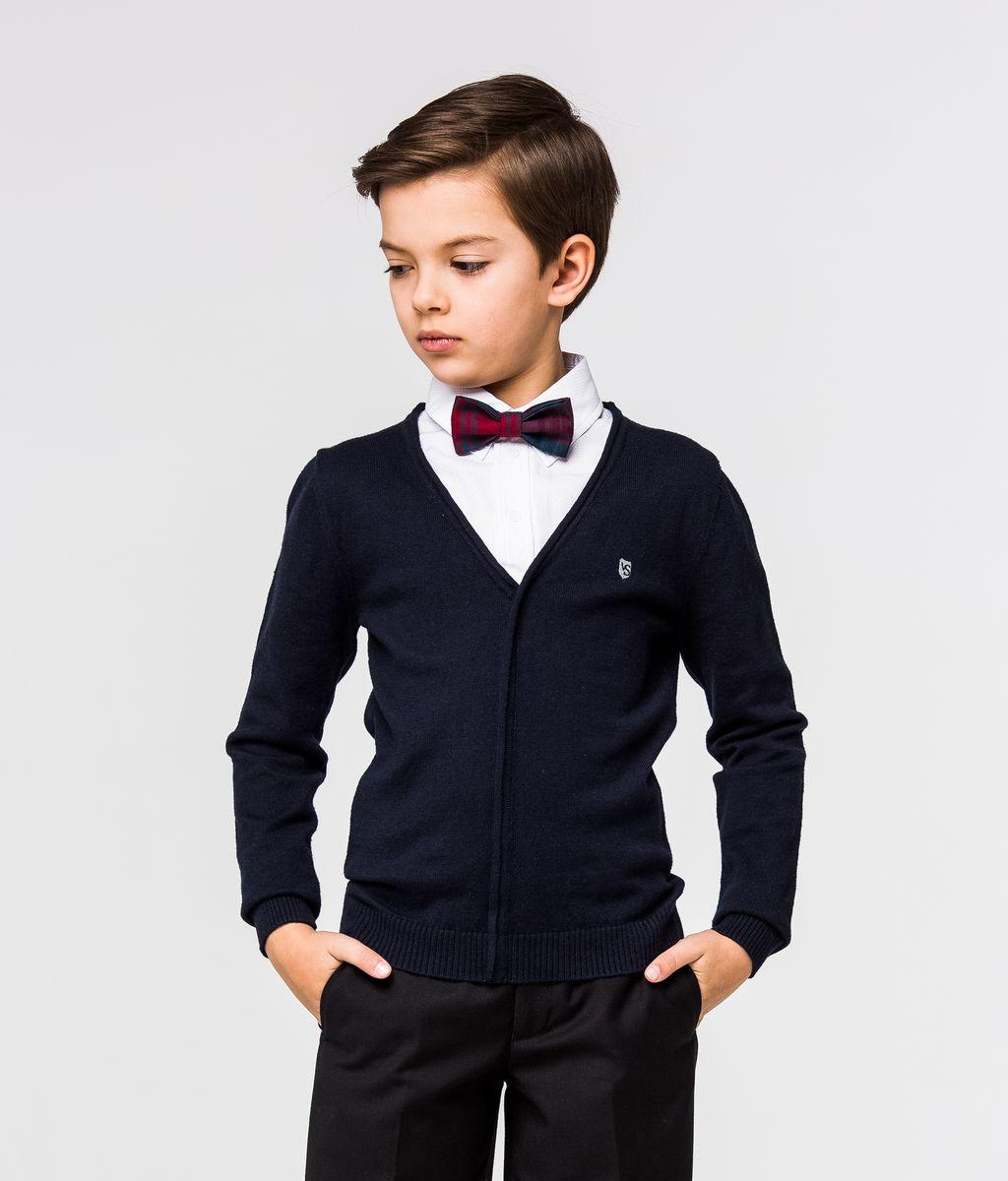 ПуловерSSFSB-627-14932-300Стильный трикотажный пуловер для мальчика Silver Spoon идеально подойдет для школы и повседневной носки. Изготовленный из хлопка с добавлением шерсти, он необычайно мягкий и приятный на ощупь, не сковывает движения ребенка и позволяет коже дышать. Модель с длинными рукавами и отложным воротником сверху застегивается на три пуговицы. Манжеты рукавов и низ модели связаны резинкой. Верхняя часть модели выполнена в виде ворота рубашки за счет чего создается эффект 2 в 1.
