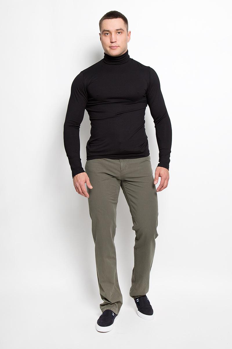 160160_0965/LСтильные мужские брюки F5 великолепно подойдут для повседневной носки и помогут вам создать незабываемый современный образ. Классическая модель прямого кроя и стандартной посадки изготовлена из эластичного хлопка, благодаря чему великолепно пропускает воздух, обладает высокой гигроскопичностью и превосходно сидит. Брюки застегиваются на ширинку на застежке-молнии, а также пуговицу на поясе. На поясе расположены шлевки для ремня. Брюки имеют классический пятикарманный крой: спереди модель оформлена двумя втачными карманами и одним маленьким накладным кармашком, а сзади - двумя накладными карманами. Эти модные и в тоже время удобные брюки станут великолепным дополнением к вашему гардеробу. В них вы всегда будете чувствовать себя уверенно и комфортно.