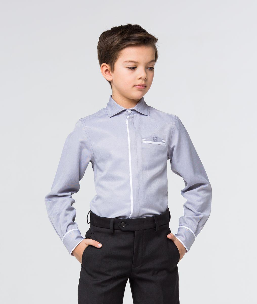 РубашкаSSFSB-629-13834-803Модная рубашка для мальчика Silver Spoon изготовлена из натурального хлопка с добавлением полиэстера. Рубашка с отложным воротником и длинными рукавами застегивается на пуговицы. На манжетах также имеются застежки-пуговицы. Изделие оформлено на груди прорезным карманом с оригинальной вставкой с вышивкой.