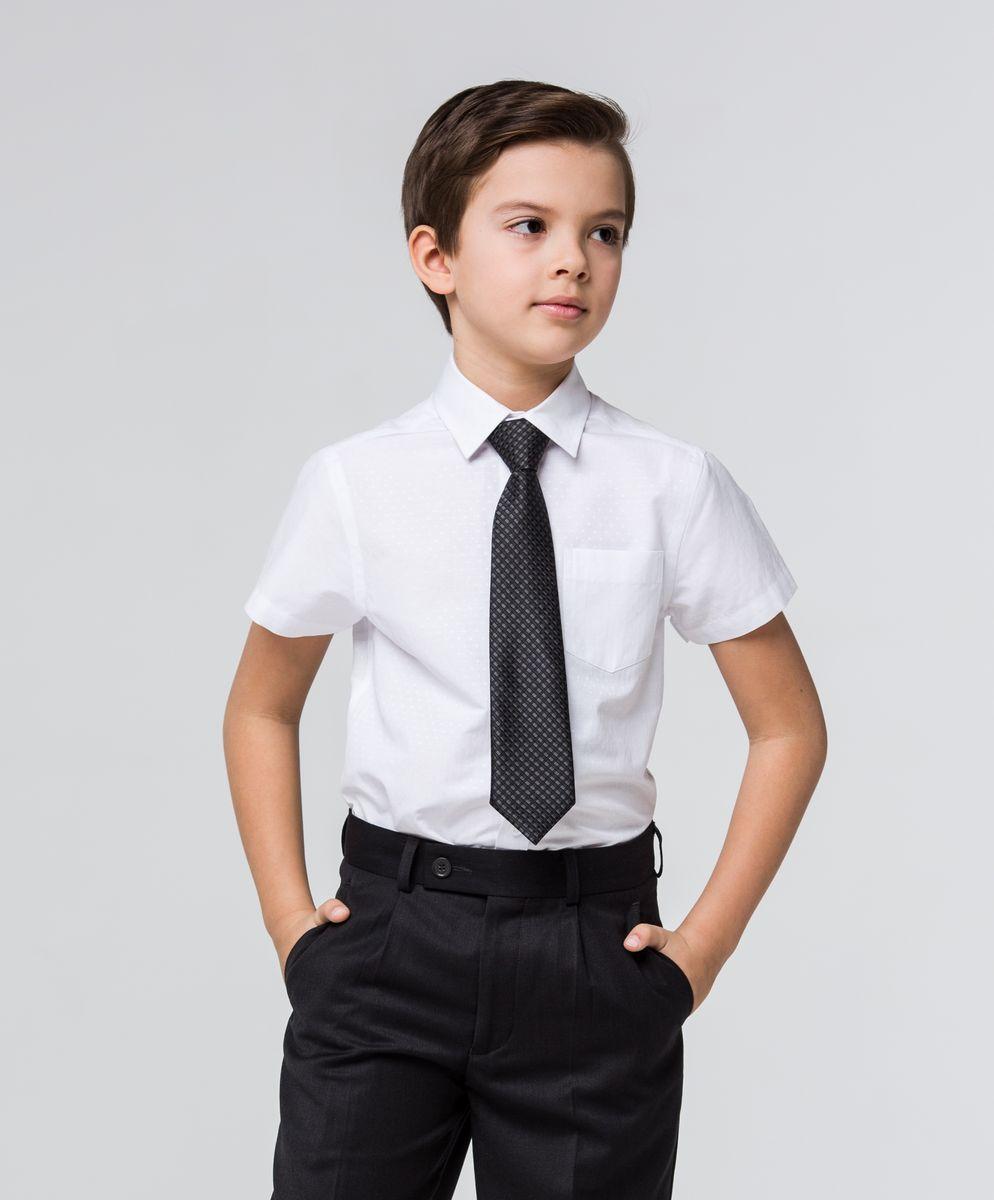 РубашкаSSFSB-629-13930-214Стильная рубашка Silver Spoon станет отличным дополнением к школьному гардеробу вашего мальчика. Модель, выполненная из хлопка с добавлением полиэстера, необычайно мягкая и приятная на ощупь, не сковывает движения и позволяет коже дышать. Рубашка классического кроя с короткими рукавами и отложным воротником застегивается на пуговицы по всей длине. Модель оформлена оригинальным принтом в тон рубашки. На груди расположен накладной карман.