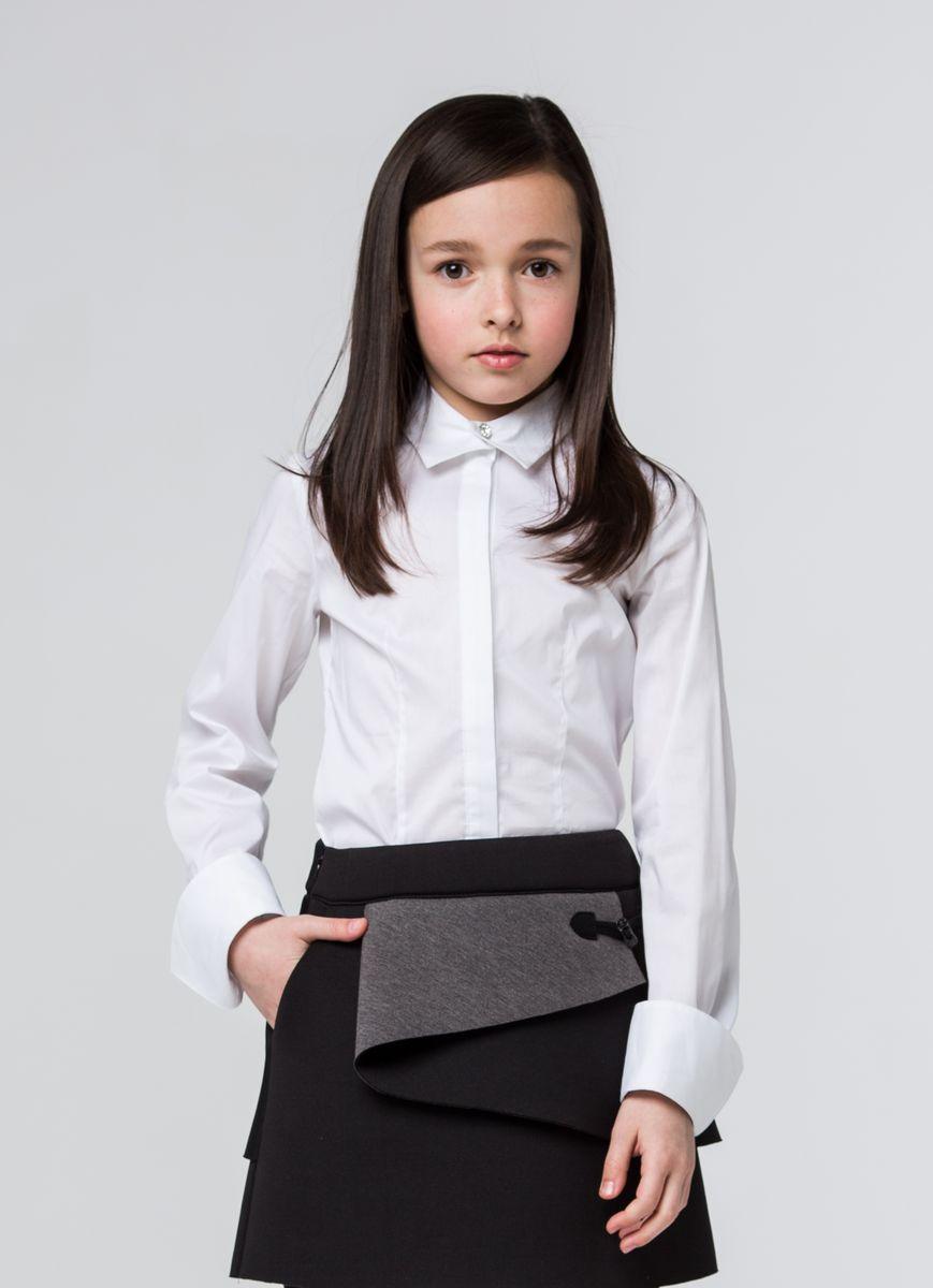 БлузкаSSFSG-629-23003-200Очаровательная блузка Silver Spoon станет отличным дополнением к школьному гардеробу вашей девочки. Модель изготовлена из хлопка с добавлением полиамида и эластана. Блузка с отложным воротником и длинными рукавами застегивается спереди на пуговицы и кнопку, скрытые под планкой. Манжеты рукавов оснащены застежками-пуговицами и дополнены отворотами.