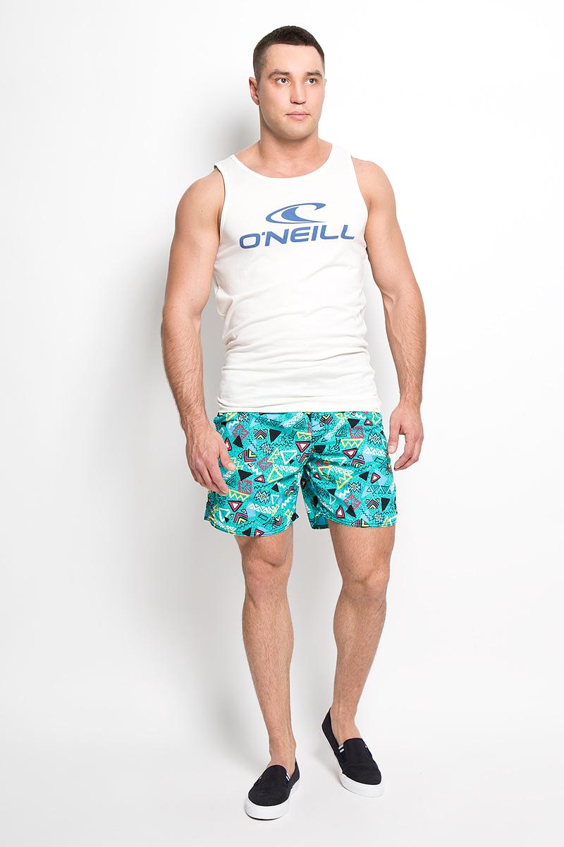 Шорты603222-6900Мужские летние шорты ONeill станут отличным дополнением к вашему спортивному гардеробу. Они выполнены из полиамида и имеют подкладку из полиэстера, благодаря чему удобно сидят, обладают высокой износостойкостью, быстро сохнут и превосходно отводят влагу от тела, оставляя кожу сухой. Модель дополнена широкой эластичной резинкой на поясе. Объем талии регулируется при помощи шнурка-кулиски в поясе. Шорты дополнены двумя втачными карманами на липучках спереди и одним накладным карманом сзади, закрывающимся на клапан с кнопкой и липучкой. Шорты оформлены оригинальным геометрическим принтом и украшены имитацией ширинки. Изделие оснащено сетчатой несъемной вставкой в виде трусов-слипов. Эти модные свободные шорты идеально подойдут для повседневной носки, а также бега, фитнеса и других спортивных упражнений. В них вы всегда будете чувствовать себя уверенно и комфортно.