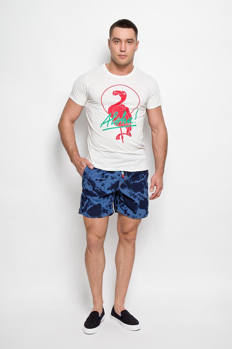 Шорты603222-5900Мужские летние шорты ONeill станут отличным дополнением к вашему спортивному гардеробу. Они выполнены из полиамида и имеют подкладку из полиэстера, благодаря чему удобно сидят, обладают высокой износостойкостью, быстро сохнут и превосходно отводят влагу от тела, оставляя кожу сухой. Модель дополнена широкой эластичной резинкой на поясе. Объем талии регулируется при помощи шнурка-кулиски в поясе. Шорты дополнены двумя втачными карманами на липучках спереди и одним накладным карманом сзади, закрывающимся на клапан с кнопкой и липучкой. Шорты оформлены оригинальным вареным принтом и украшены имитацией ширинки. Изделие оснащено сетчатой несъемной вставкой в виде трусов-слипов. Эти модные свободные шорты идеально подойдут для повседневной носки, а также бега, фитнеса и других спортивных упражнений. В них вы всегда будете чувствовать себя уверенно и комфортно.