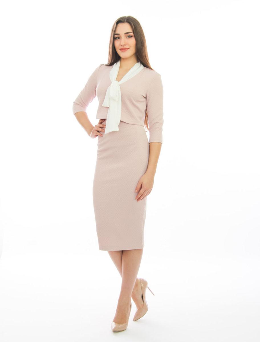 Комплект одеждык511Шикарный женский комплект Lautus, состоящий из блузки и юбки, станет отличным дополнением к вашему гардеробу. Комплект выполнен из высококачественного материала с оригинальным рельефным рисунком по всей поверхности. Укороченная блузка с воротником-аскот и рукавами 3/4 имеет приталенный крой. Облегающая удлиненная юбка-карандаш, дополненная разрезом сзади, отлично подчеркнет достоинства вашей фигуры. Юбка с высокой посадкой застегивается сзади на потайную застежку-молнию и на пластиковую пуговицу с внутренней стороны. В таком наряде вы непременно привлечете восхищенные взгляды окружающих!
