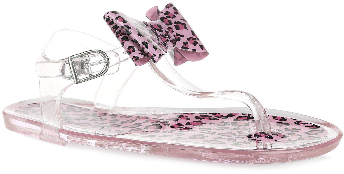 Сандалии для девочки. 8309483094Восхитительные сандалии от Kapika приведут в восторг вашу маленькую модницу! Модель полностью выполнена из полимерного материала и украшена в области подъема стильным бантом, выполненным в единой стилистике с верхней поверхностью подошвы. Эргономичная перемычка между пальцами, ремешок с металлической пряжкой и дополнительной поддержкой пяточной части обеспечивают надежную фиксацию модели на ноге. Верхняя часть подошвы оформлена принтом леопард. Гибкая подошва дополнена рифлением, которое гарантирует идеальное сцепление с любыми поверхностями. Удобные сандалии прекрасно подойдут для похода в бассейн или на пляж.