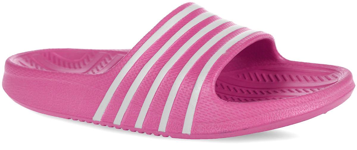 83084Комфортные шлепанцы от Kapika придутся по душе вашей дочурке. Модель полностью выполнена из ЭВА материала и оформлена принтом в полоску. Материал ЭВА имеет пористую структуру, обладает великолепными теплоизоляционными и морозостойкими свойствами, 100% водонепроницаемостью, придает обуви амортизационные свойства, мягкость при ходьбе, устойчивость к истиранию подошвы. Рифление на верхней поверхности подошвы предотвращает выскальзывание ноги. Гибкая подошва дополнена рифлением, которое гарантирует идеальное сцепление с любыми поверхностями. Удобные шлепанцы прекрасно подойдут для похода в бассейн или на пляж.