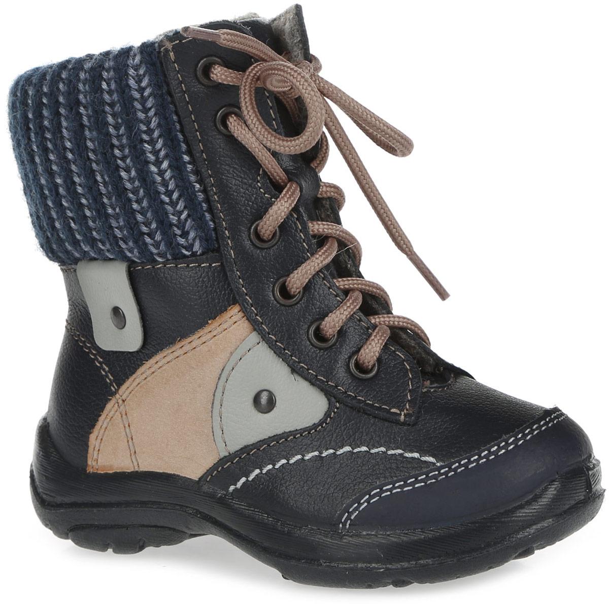 152123-31Ультрамодные ботинки от Котофей придутся по душе вашему мальчику. Обувь выполнена из натуральной кожи и дополнена по канту широкими вязаными манжетами из текстиля. Боковая застежка-молния позволяет легко обувать и снимать ботинки, а функциональная шнуровка обеспечивает идеальную фиксацию обуви на стопе. Подкладка из полушерстяной байки и съемная войлочная стелька со специальной петлей не дадут ногам замерзнуть и гарантируют уют. Сбоку обувь оформлена металлическими клепками. Литьевой метод крепления подошвы обеспечивает ей максимальную прочность, необходимую гибкость и минимальный вес. Подошва имеет анатомическую форму следа и в точности повторяет изгибы свода стопы, что позволяет ноге чувствовать себя комфортно весь день. Такие ботинки займут достойное место в гардеробе вашего мальчика.
