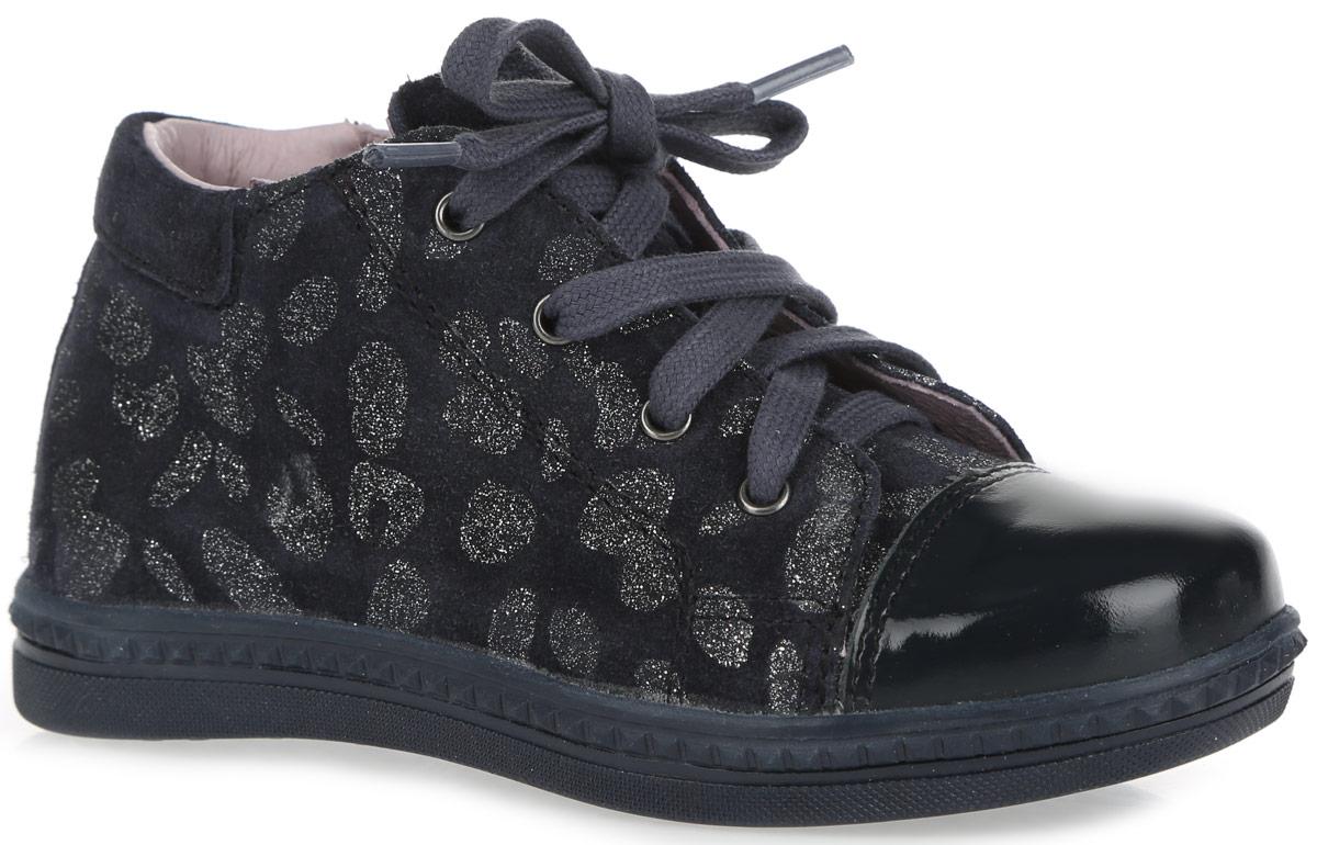 Ботинки для девочки. 352060-22352060-22Трендовые ботинки от Котофей придутся по душе вашей девочке. Модель выполнена полностью из натуральной кожи разной фактуры и оформлена анималистическим принтом с блестками. Боковая застежка-молния позволяет легко обувать и снимать ботинки, а функциональная шнуровка обеспечивает идеальную фиксацию обуви на стопе. Подкладка и стелька, изготовленные из натуральной кожи, абсорбируют образующуюся внутри обуви влагу. Мягкий манжет создает комфорт при ходьбе и предотвращает натирание ножки ребенка. Стелька дополнена супинатором, который обеспечивает правильное положение ноги ребенка и предотвращает плоскостопие. Подошва с рифлением для лучшего сцепления с поверхностями. Такие ботинки займут достойное место среди коллекции обуви вашего ребенка.