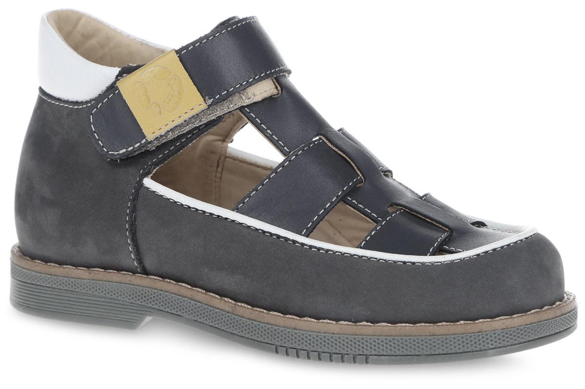 FT-25002.16-OL12O.02Очаровательные туфли от TapiBoo придутся по душе вашему юному моднику. Модель выполнена из натуральной кожи разной фактуры и оформлена по канту контрастной вставкой. Область подъема дополнена отверстиями для лучшего воздухообмена и контрастной окантовкой, верхние ремешки - разными по цвету шильдами с логотипом, для того чтобы ребенок знакомился с цветами и мог идентифицировать правую и левую ножку. Подкладка и стелька, изготовленные из натуральной кожи, гарантируют комфорт при ходьбе. Отсутствие швов на подкладке обеспечивает дополнительный комфорт и предотвращает натирание. Многослойная, анатомическая стелька дополнена сводоподдерживающим элементом для правильного формирования стопы. Ремешок на застежке- липучке позволяет легко снимать и надевать обувь даже самым маленьким детям, обеспечивая при этом оптимальную фиксацию стопы. Жесткий фиксирующий задник надежно стабилизирует голеностопный сустав во время ходьбы, препятствуя развитию патологических изменений стопы....