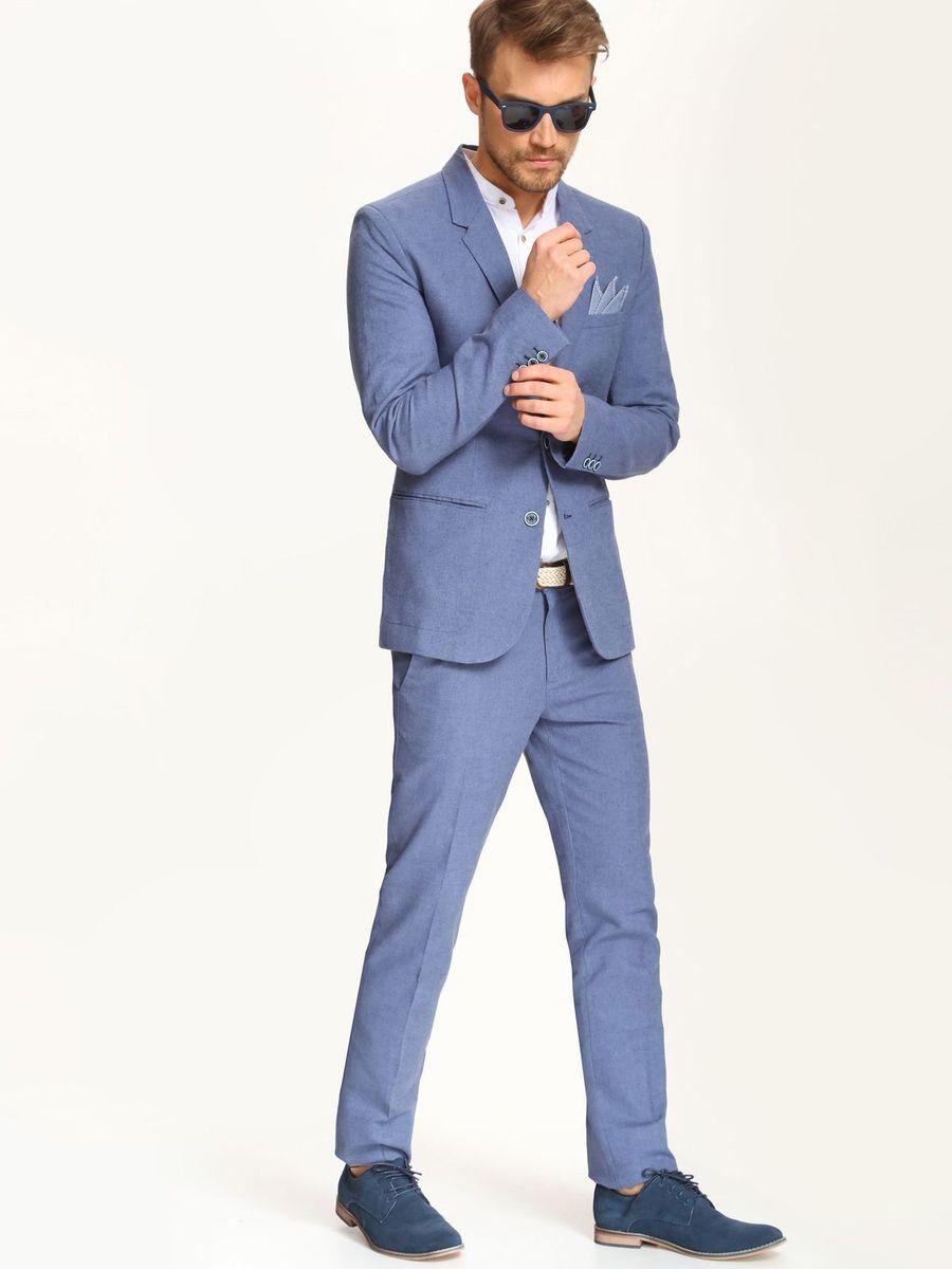 SSP2234GRСтильные мужские брюки Top Secret выполнены из льна с добавлением хлопка . Брюки на талии застегиваются на пуговицу, также имеются ширинка на застежке-молнии и шлевки для ремня. Спереди модель оснащена двумя втачными карманами со скошенными краями, а сзади двумя прорезными карманами.