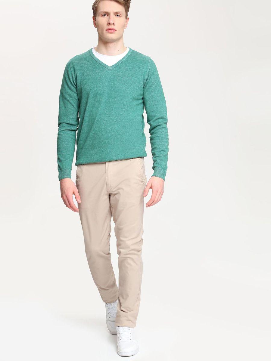 БрюкиSSP2154BEСтильные мужские брюки Top Secret высочайшего качества выполнены из плотного хлопка с добавлением эластана. Модель-слим станет отличным дополнением к вашему современному образу. Изделие застегивается на пуговицу в поясе и ширинку-молнию, также имеются шлевки для ремня. Спереди брюки оформлены двумя втачными карманами и одним прорезным маленьким, а сзади - двумя прорезными карманами с застежками-пуговицами.