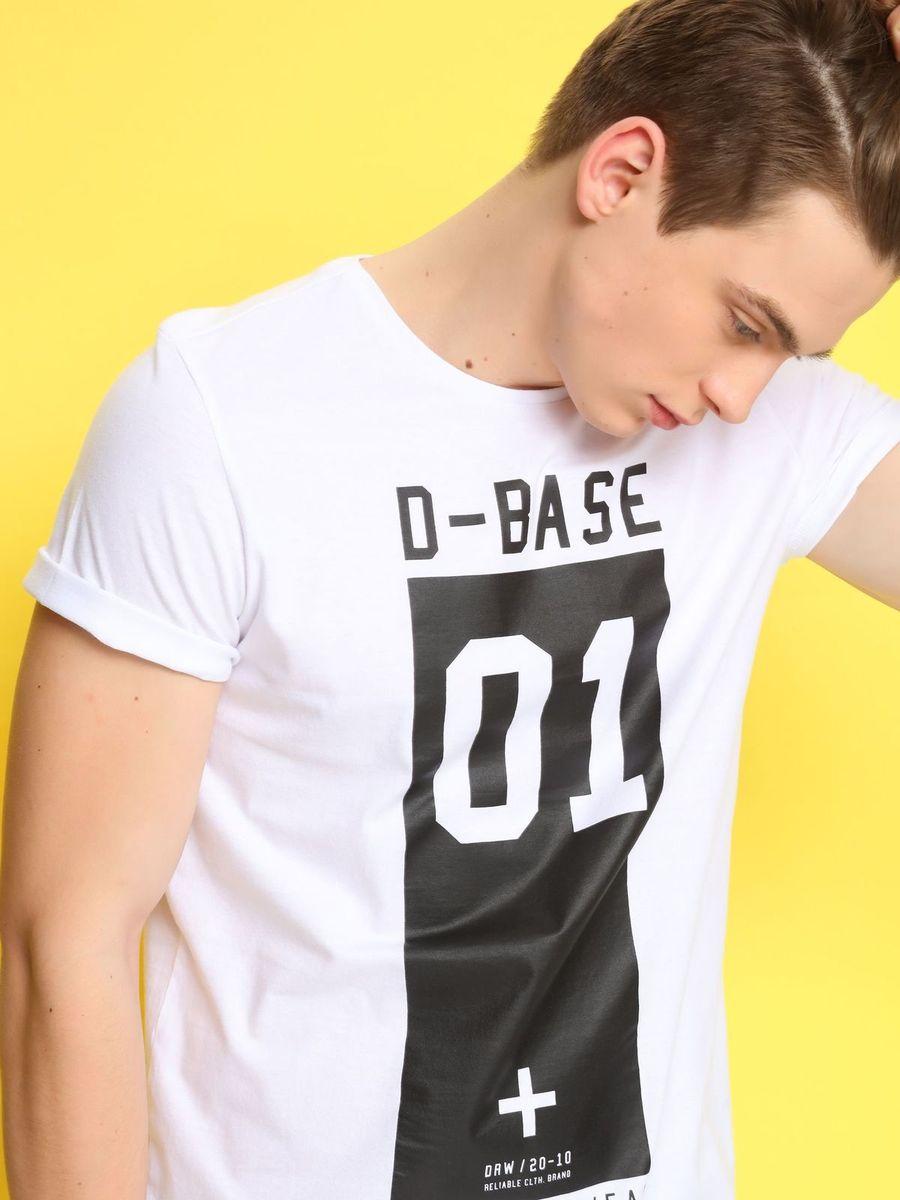 ФутболкаDPO0261BIМужская футболка Drywash выполнена из натурального хлопка. Модель с круглым вырезом горловины и короткими рукавами оформлена принтовыми надписями на английском языке.